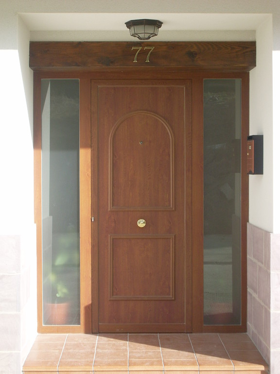 Puerta de entrada en Nagore (Navarra)