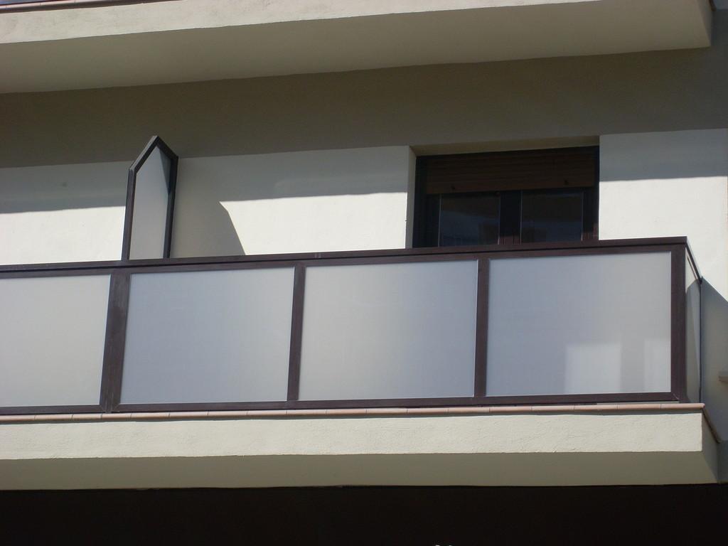 Barandilla de aluminio con vidrio de seguridad
