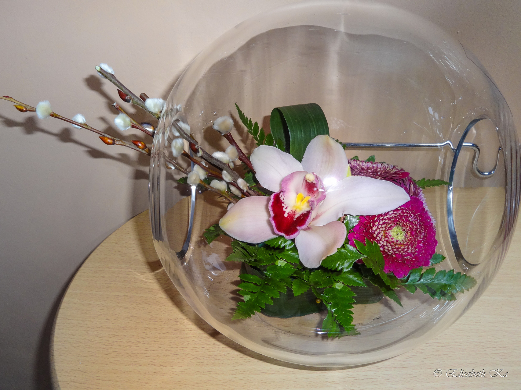 Composition florale dans vase transparent
