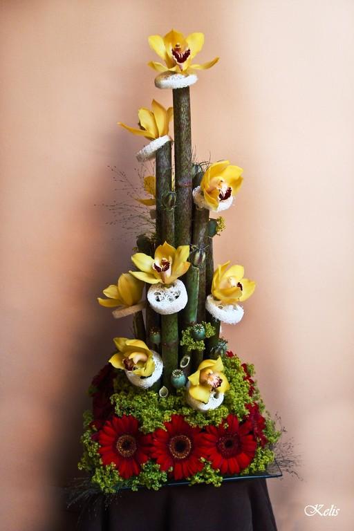 Composition florale avec les tiges de polygonum