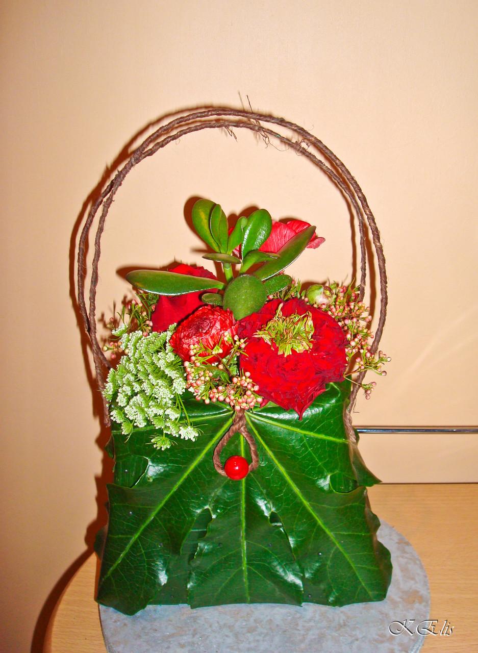 Composition florale, sac à main fleuris