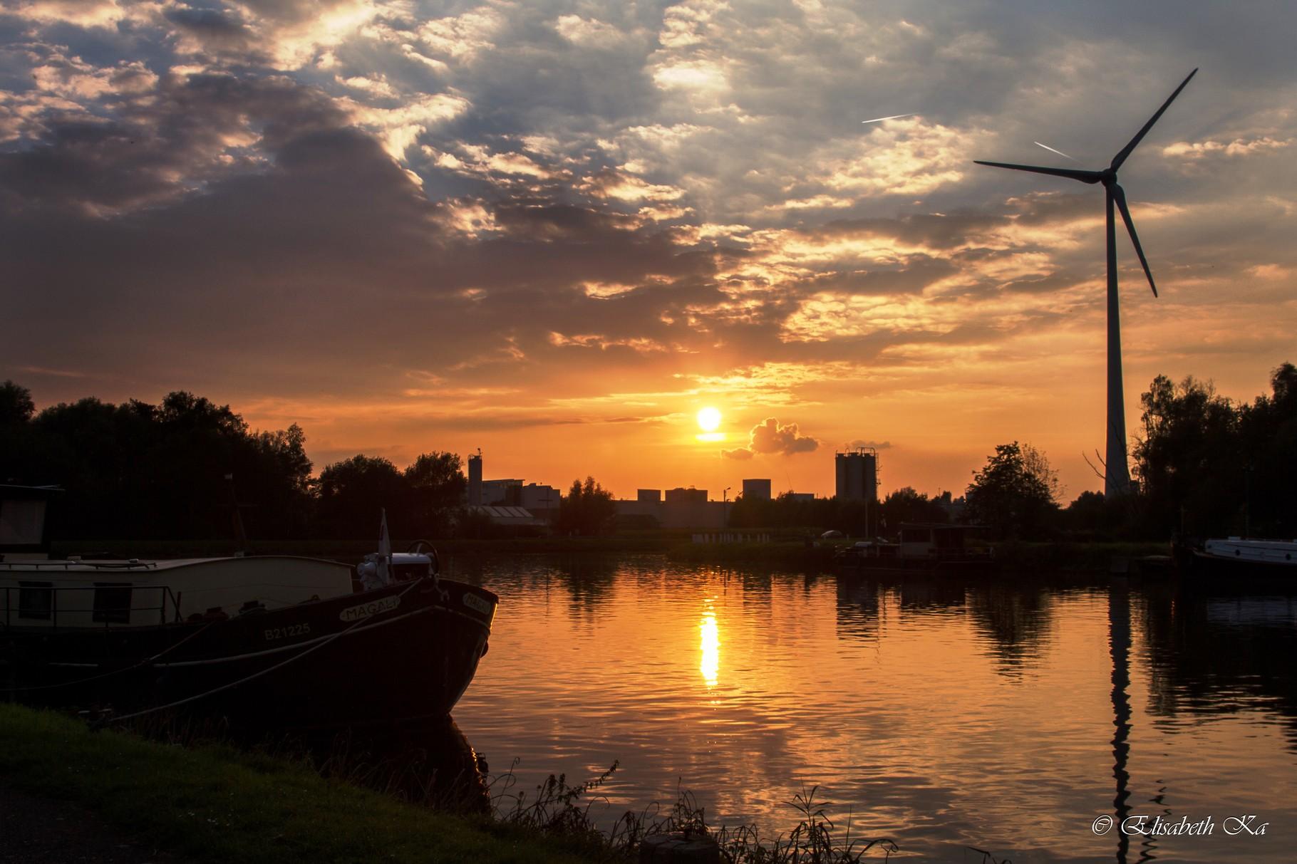 Seneffe, canal, coucher du soleil