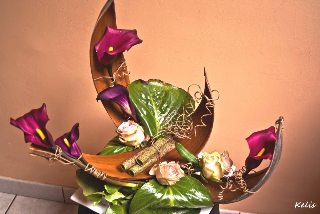 Composition florale avec callas