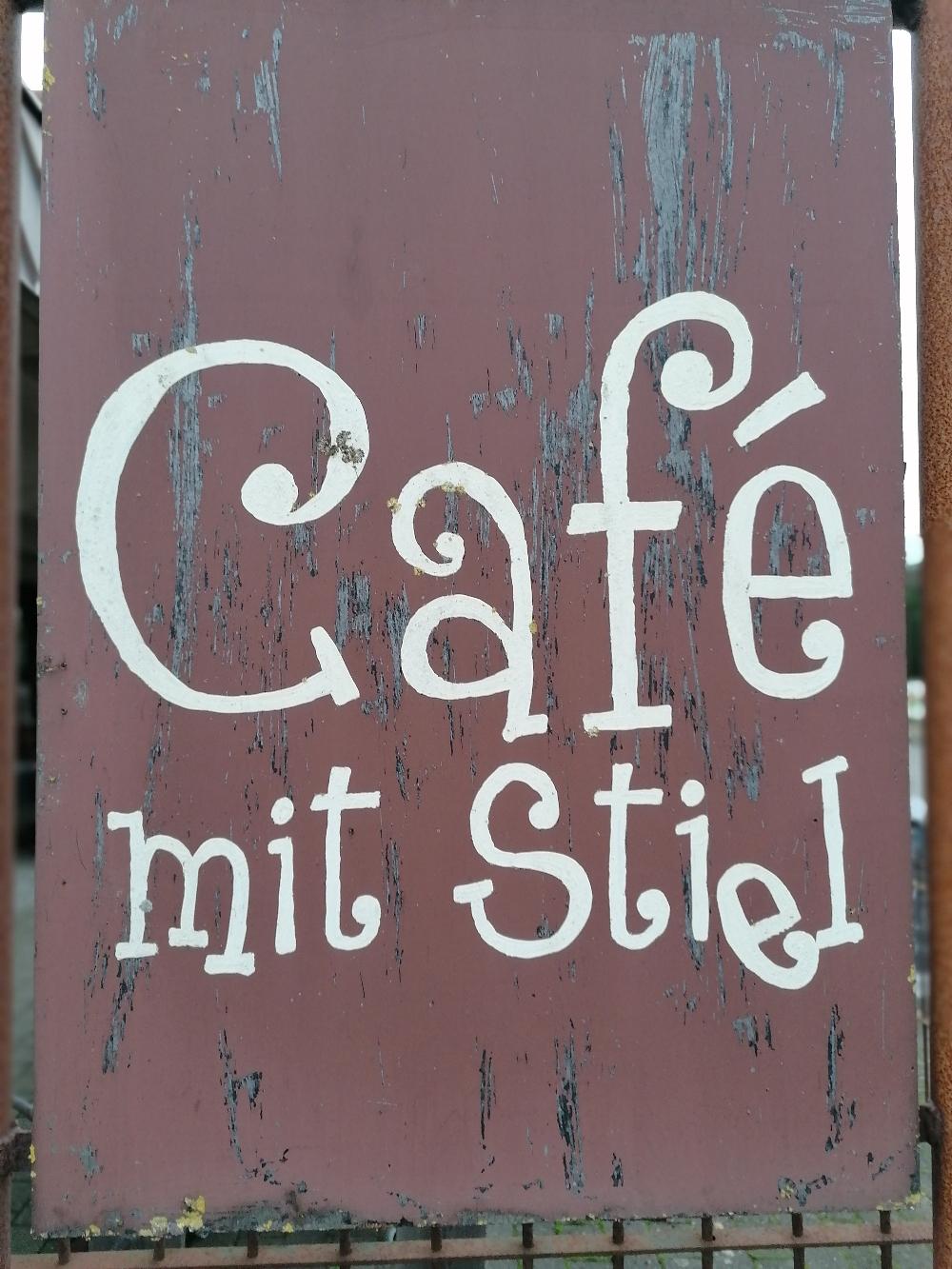 Wenn ihr in Jübek dieses Schild entdeckt, kleiner Tipp: Anhalten und Kuchen essen!