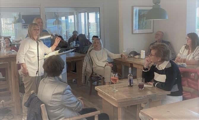 Gastgeberin Wiebke-Sophie Volquardsen kündigt mich an