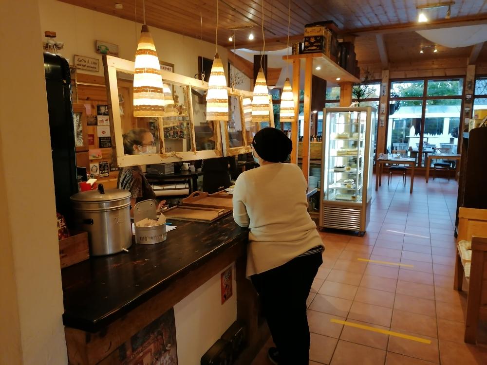 """Das gemütliche Ambiente des """"Café mit Stiel"""" lädt zum Verweilen ein ..."""