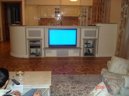 Домашний кинотеатр, в квартире, спроектированный конструктив для плазменной панели и акустики Sonance Cinema series (фото 3)