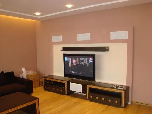 Домашний кинотеатр, в квартире, спроектированный конструктив для фронтальной, встраиваемой акустики. Оборудование в вентилируемой тумбе (фото 3)