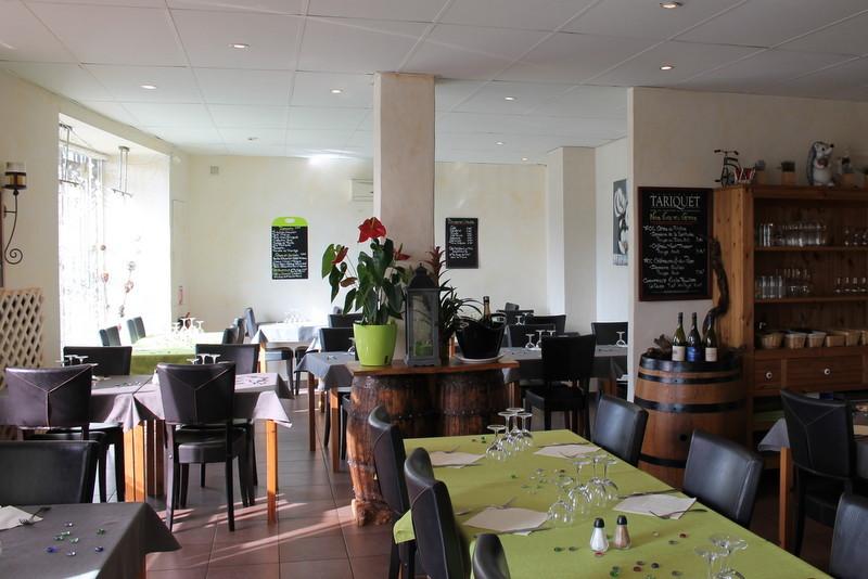 Restaurant La Cassolette à Bédarrides, cuisine traditionnelle, salle climatisée, possibilité groupes, baptême, mariage, communion, repas d'affaires, cour intérieure, salle à l'étage