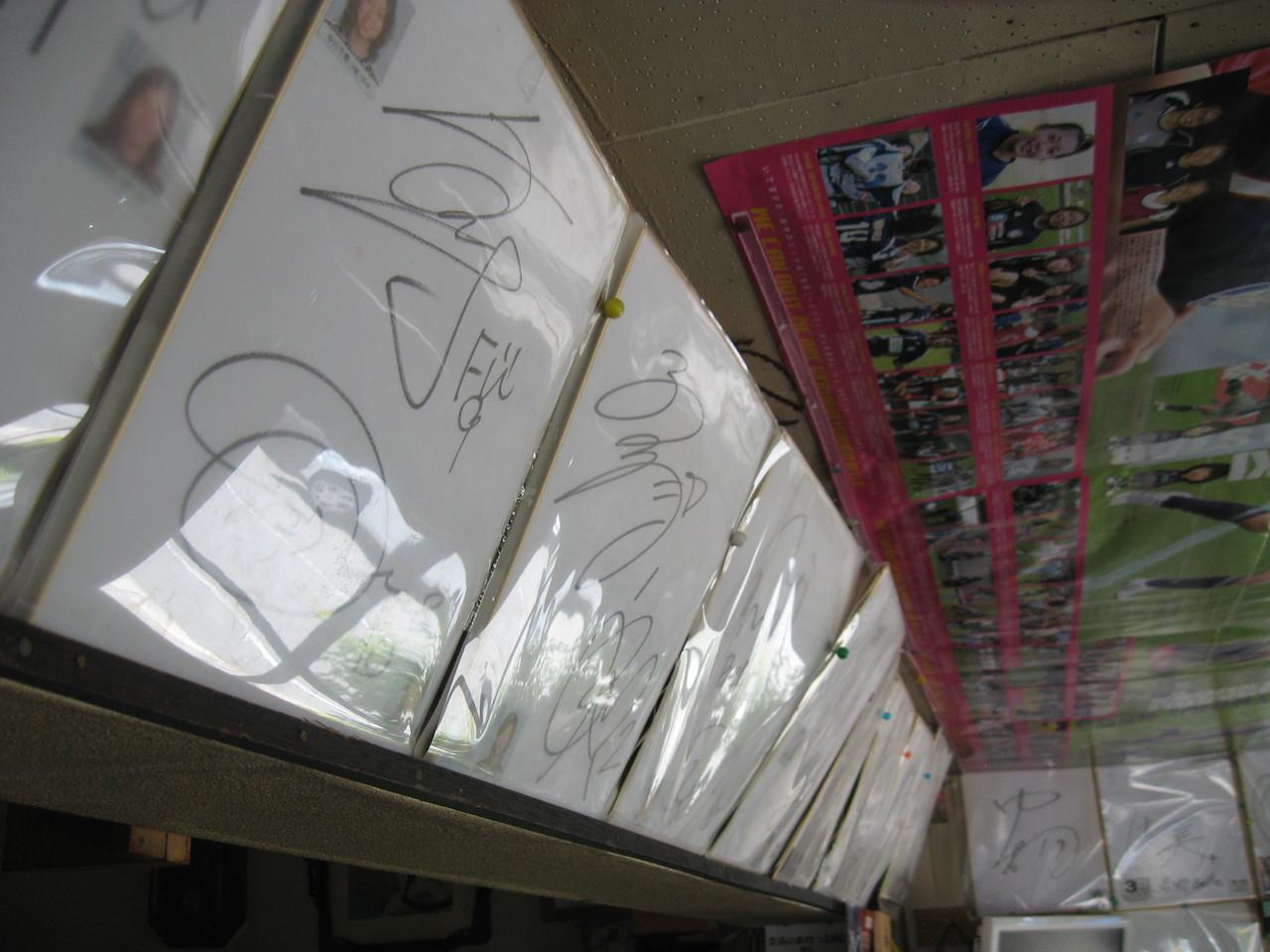 岡山湯郷ベル選手から頂いたサインを飾っています