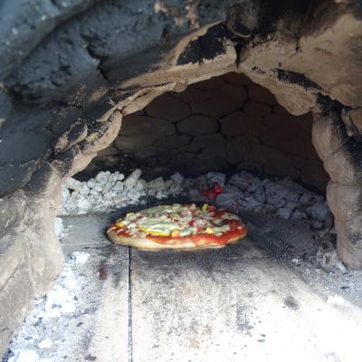 Ferienprogramm Juli 2021 St. Georgen bei Salzburg Sigl-Haus Pizza backen im Lehm-Backofen