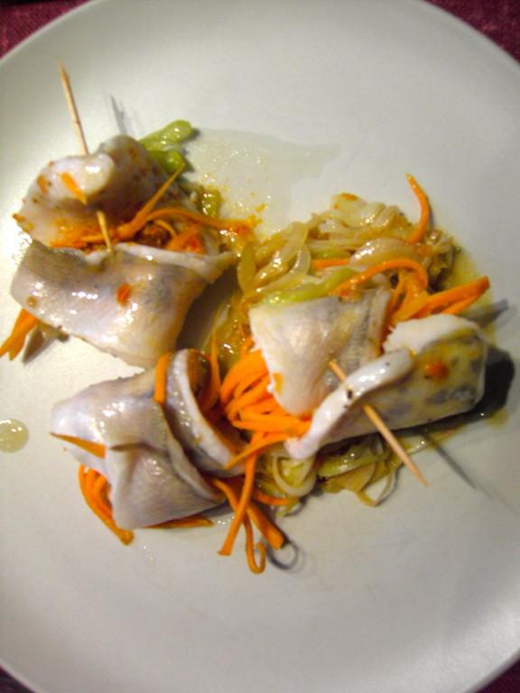 Roulé de truite et spaghetti de légumes cuit vapeur