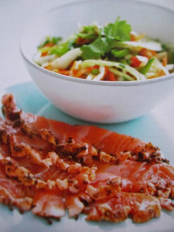 Sashimi de saumon et petite salade
