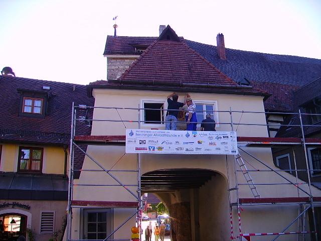Altstadtfreunde erneuern den Wandanstrich des mittleren Tors (2008)