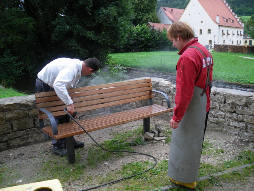 Säubern der Bruchsteinfugen, und neues verfugen mit Spezialmörtl (2009)