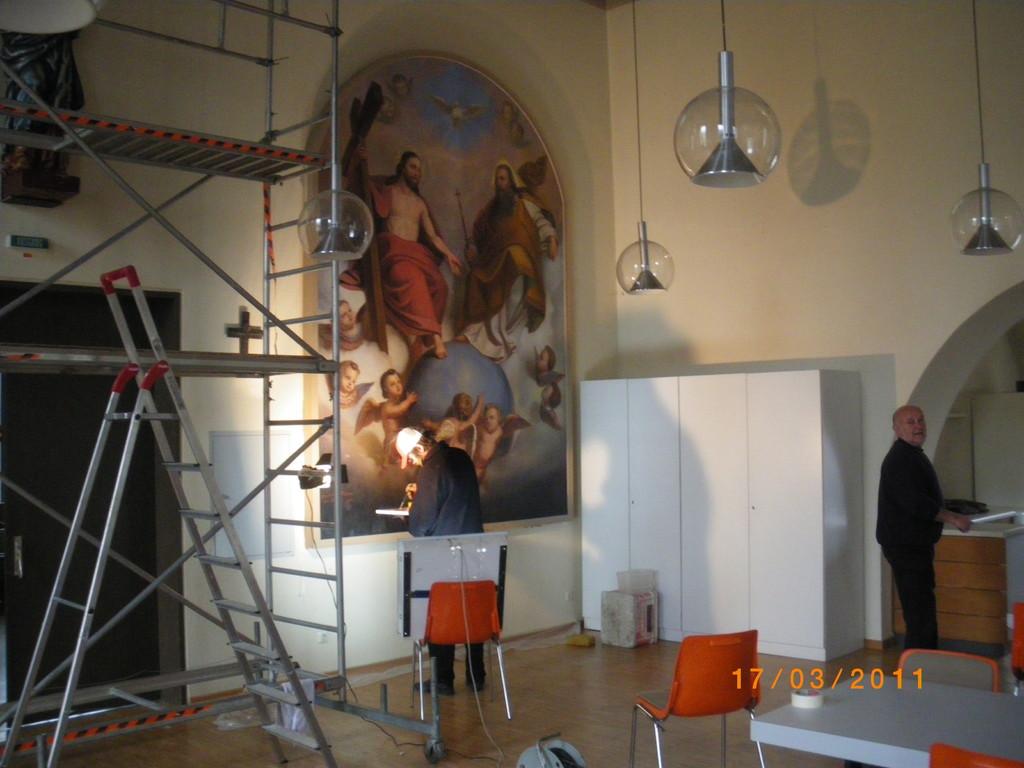 März 2011: Renovierung eines Ölgemäldes im Pettenkoferhaus (oberer Saal)