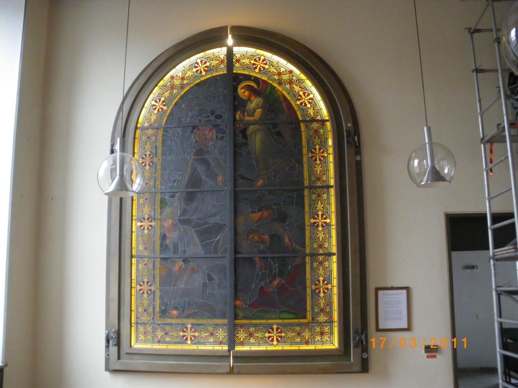 März 2011: Renovierung eines Glasgemäldes aus dem ehemaligem Franziskanerkloster- Berching. Hergestellt in der Hofglasmalerei - München um 1881. Motiv: Schlafende jünger am Ölberg.