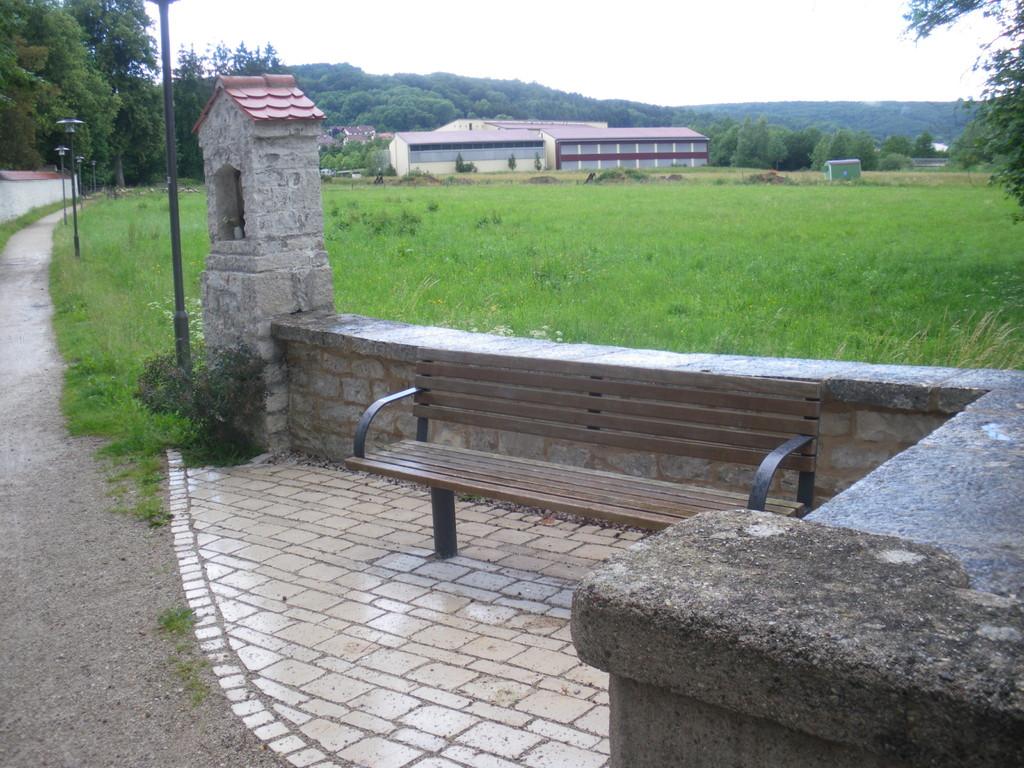 Neugestallteter, gepflasterter Sitzplatz an der Sulz (2009)