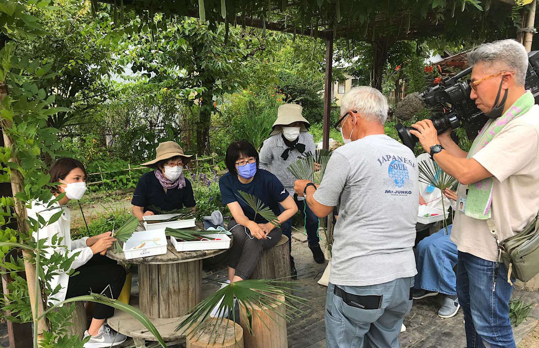 【テレビ放送のご案内】8月15日(日)「シュロの葉のハエたたきづくり」が紹介されます