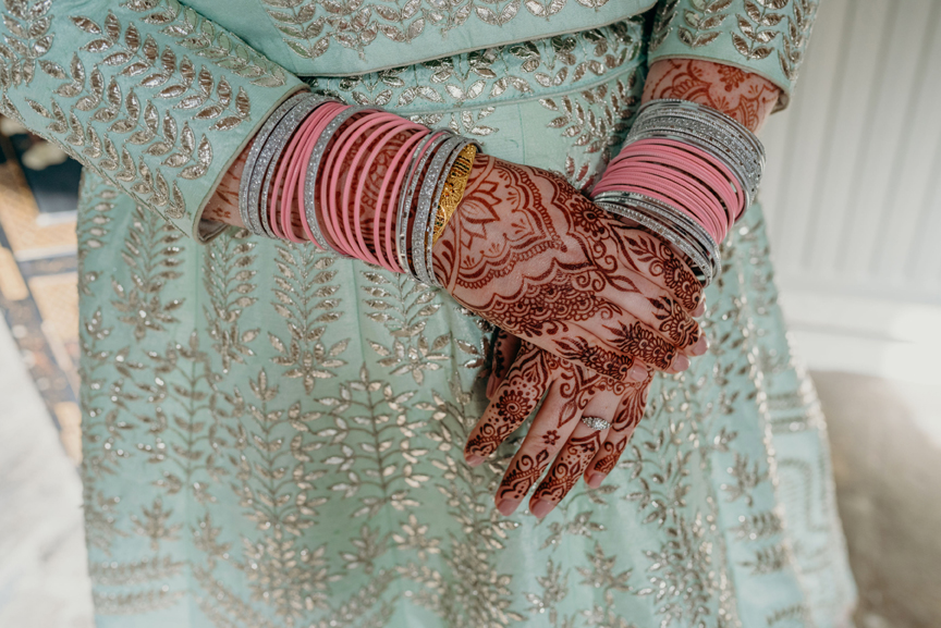 Bridal mehndi by travelling henna artist Red Hand Henna. Fushion Indian wedding in Devon Cornwall