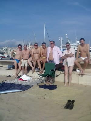 Freunde beim Baden in Port Frejus