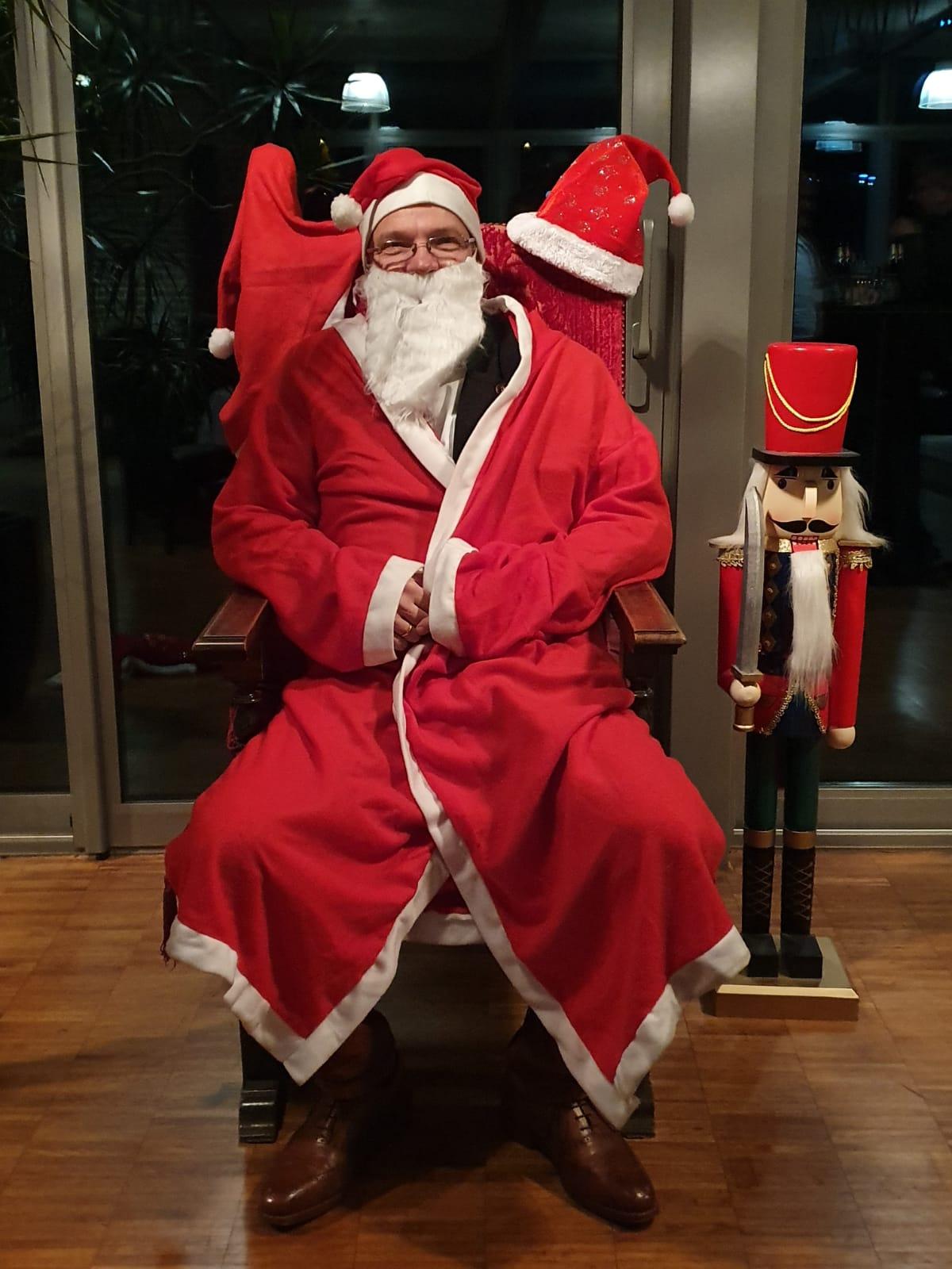 Nils macht noch den Weihnachtsmann