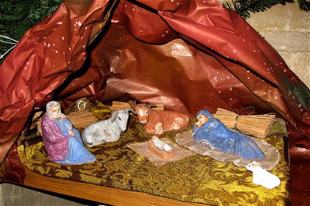 Noël : devant la crêche