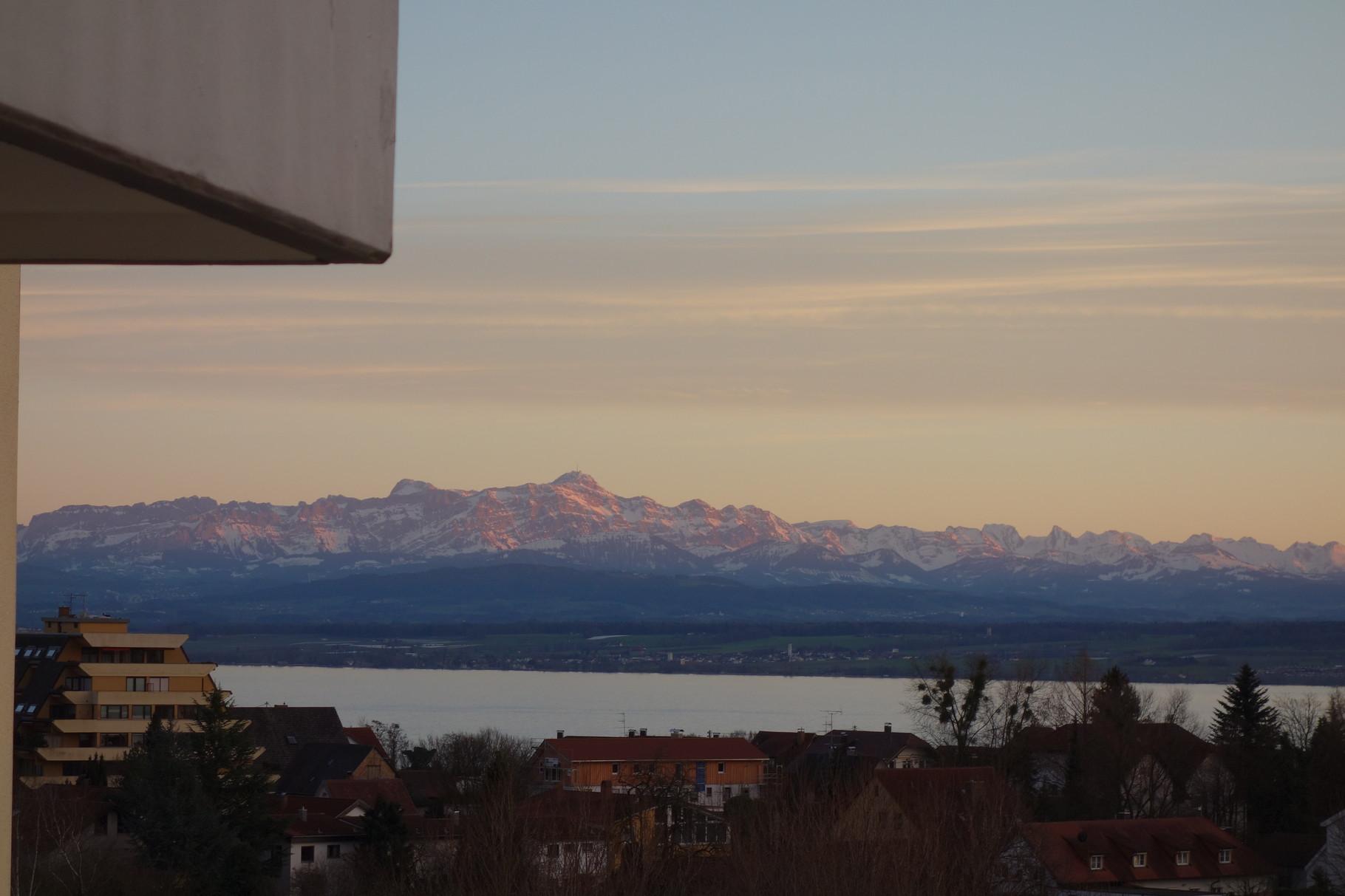Alpen & Seeblick vom Wohnzimmer