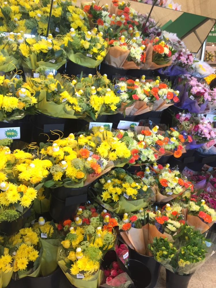 卵とひよこが沢山!花束ももちろんイースターカラー!