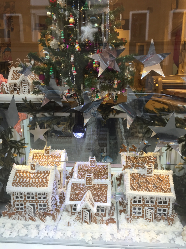 スウェーデンのお菓子の家  ジンジャーブレッドハウス