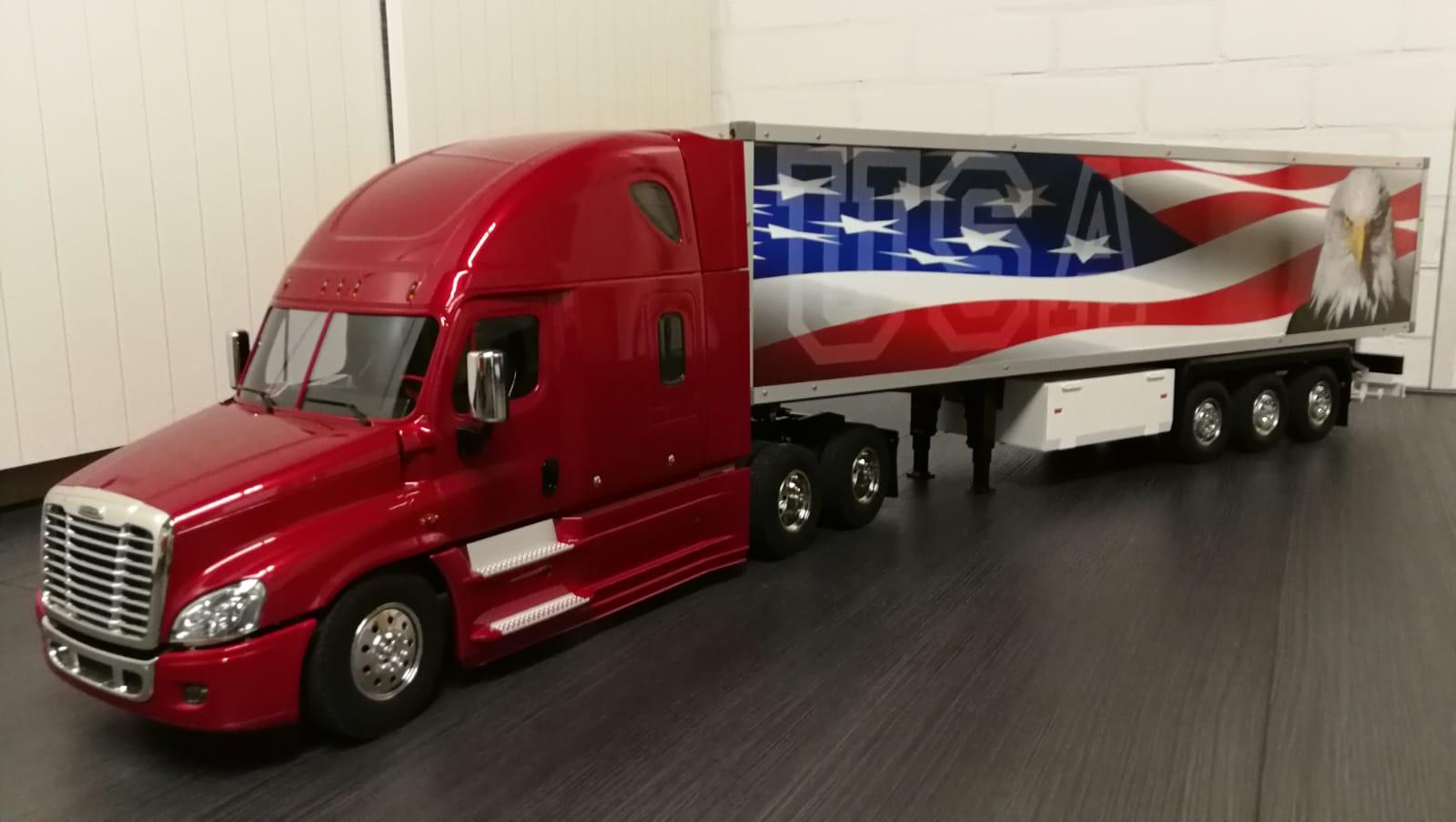 Freightliner Cascadia Evolution + Koeltrailer