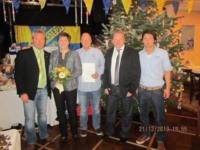 von links: Fussballobmann Oliver Maaßen, Ehrenamtsbeauftragte Ulrike Harder, Schiedsrichter Oliver Steinberg, 1. Vorsitzender Heiko Wisser und Schiedsrichterwart Dajinder Daniel Pabla