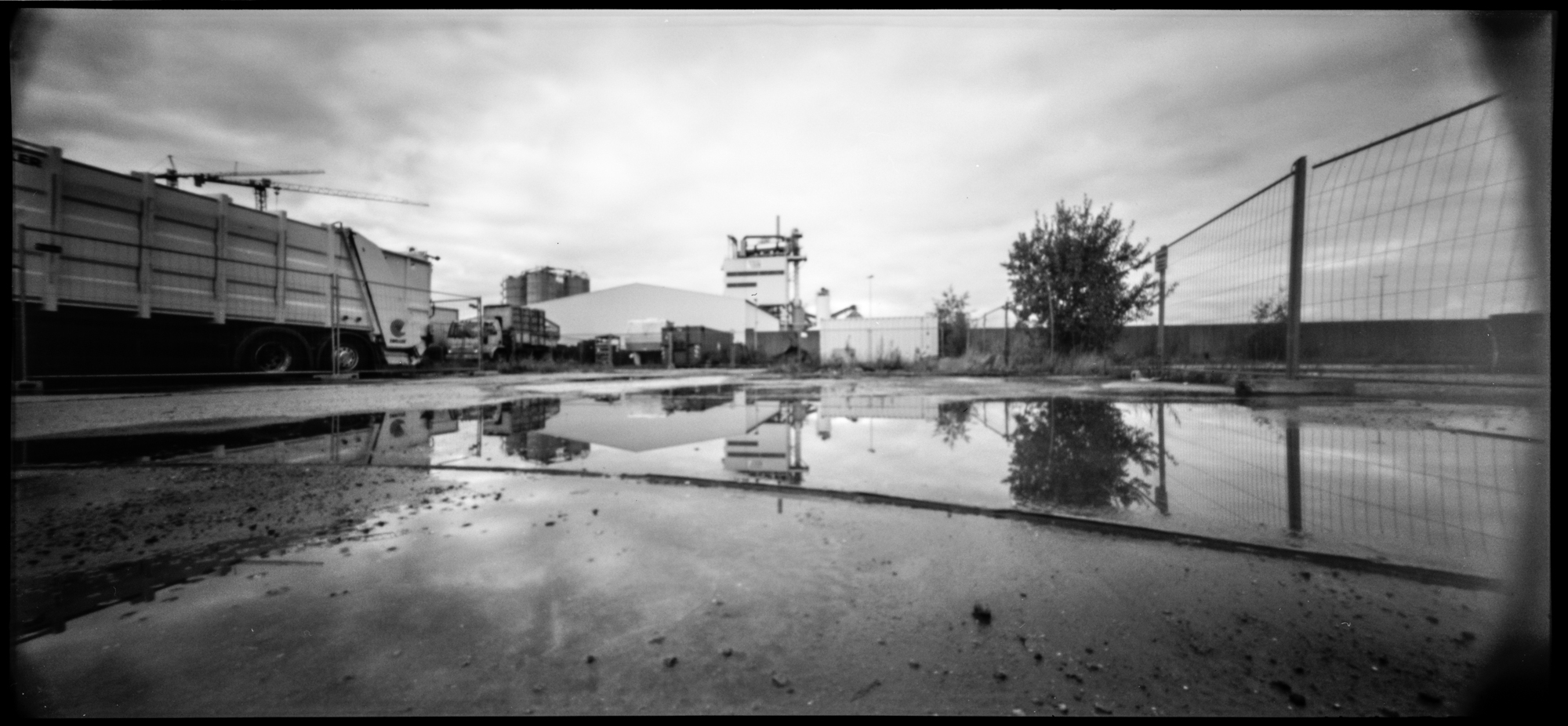 Urban reflections. | Pinhole photography with Holga 120 WPC