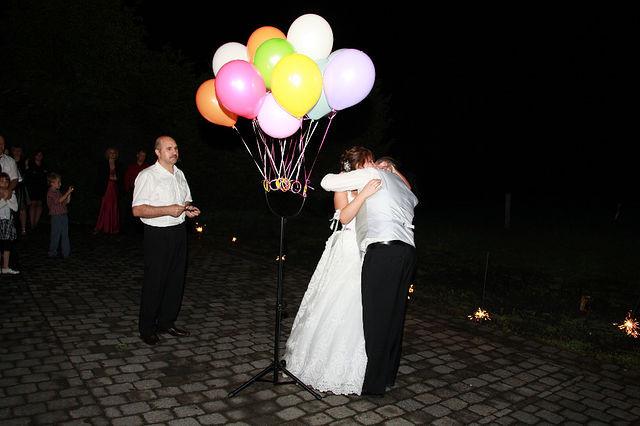 Steigende Luftballons.