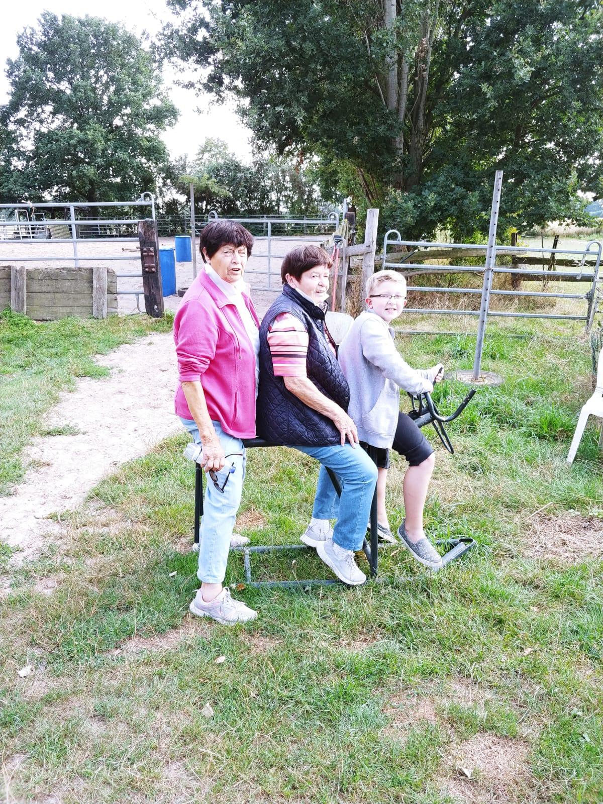 Tante Rosel und Tante Liesel waren mit Steven angereist.