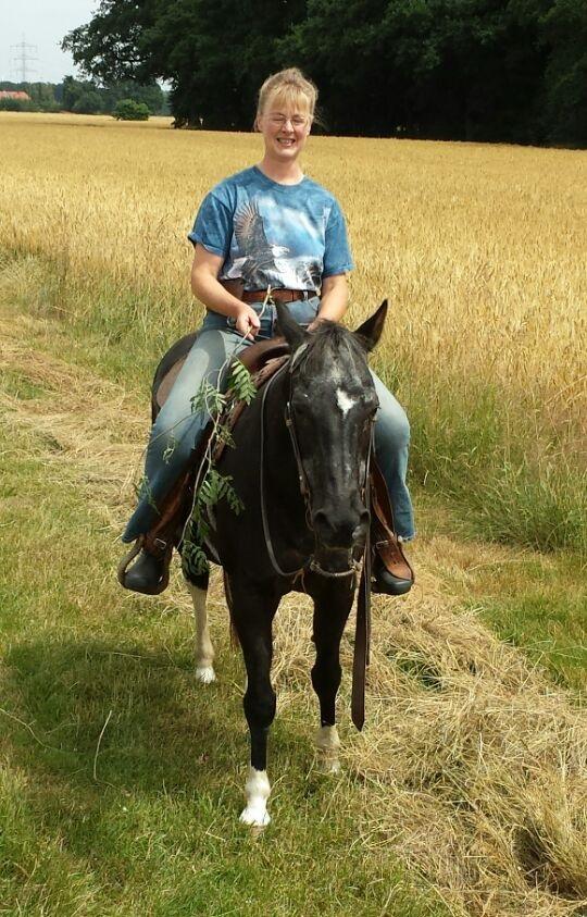 ...als Gudi ein offenes Bein hatte, war Chico mal wieder der Retter für den Reiter ;-)) Sommer 2015.