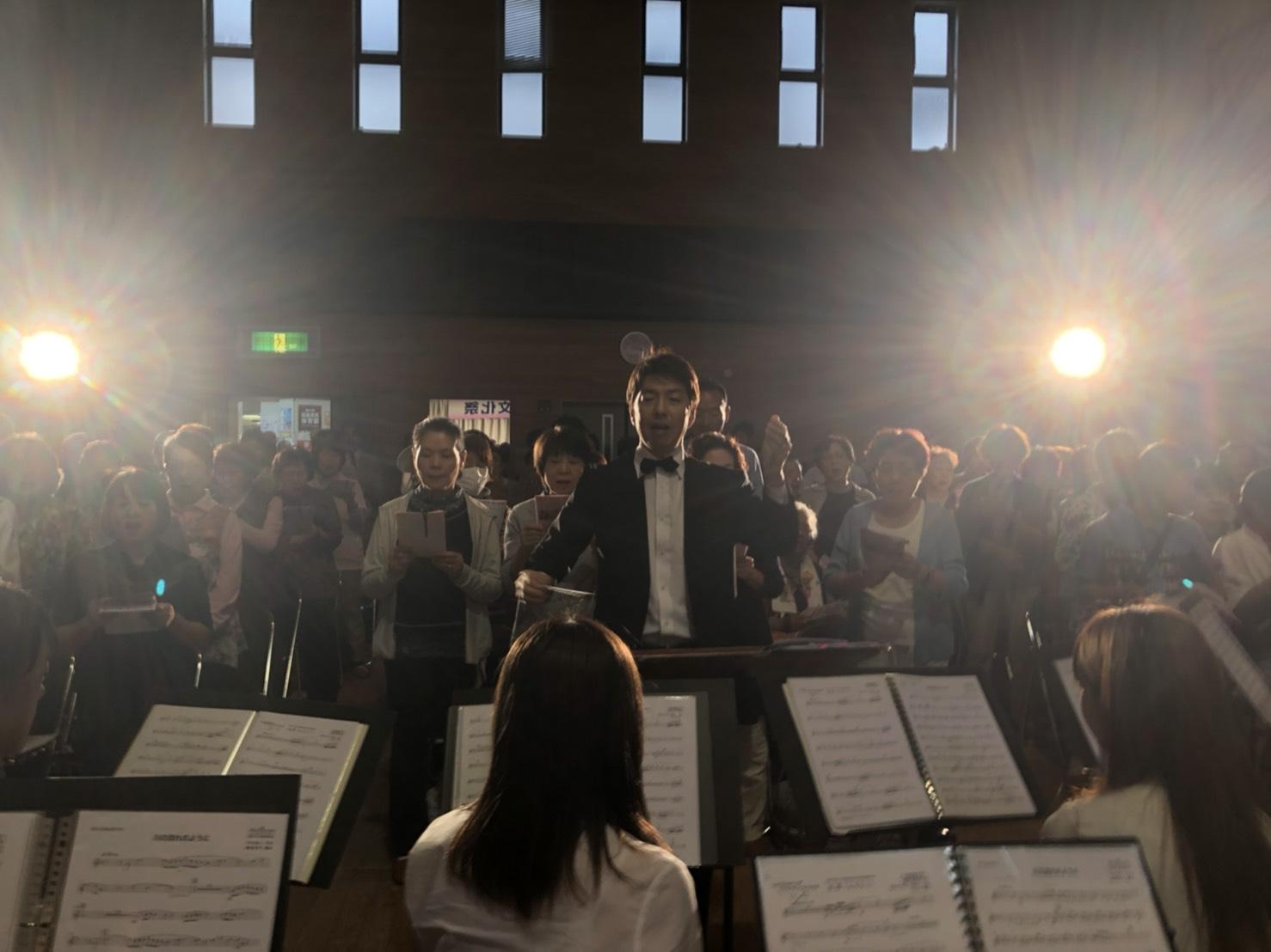 コンサートの最後はお客様とともに「故郷」を大合唱。会場が音楽に包まれ、感動的なフィナーレとなりました。