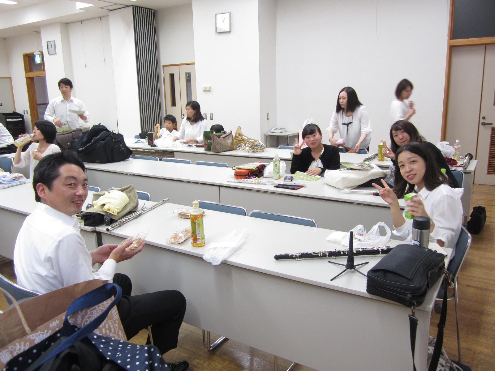 お昼休憩中です(^^;)