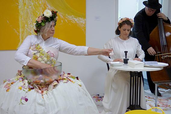 Performance Blüten waschen - Marie-Luise O´Byrne-Brandl