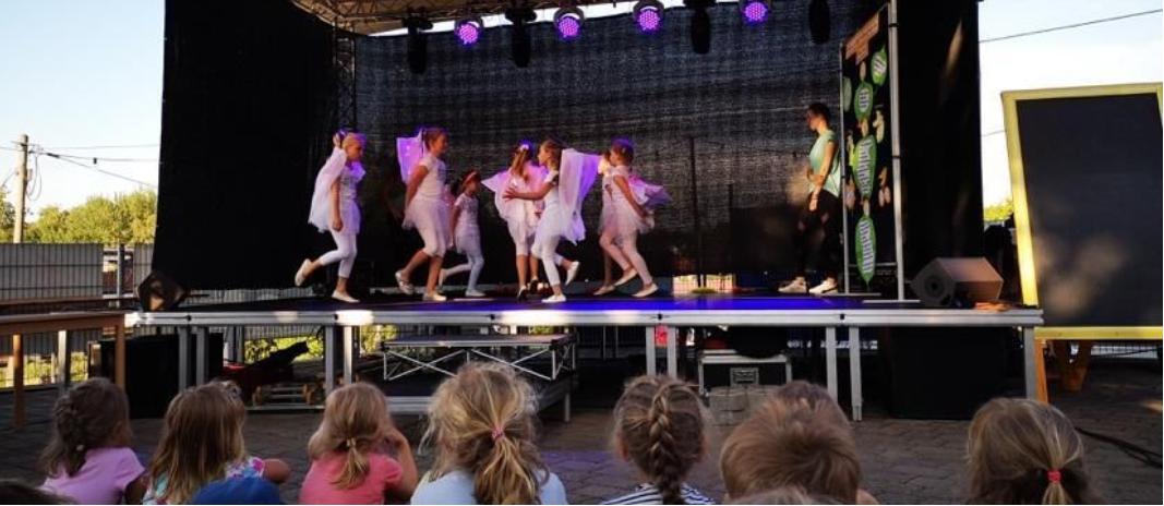 Zur Talenteshow traten Zauberkünstler, Musiker, Tänzer, Poeten, Artisten sowie Komödianten gegeneinander an. Aber wie immer konnte nur einer den Pokal mit nach Hause nehmen. Dieses Jahr ging die begehrte Trophäe an die Tanzmäuse.