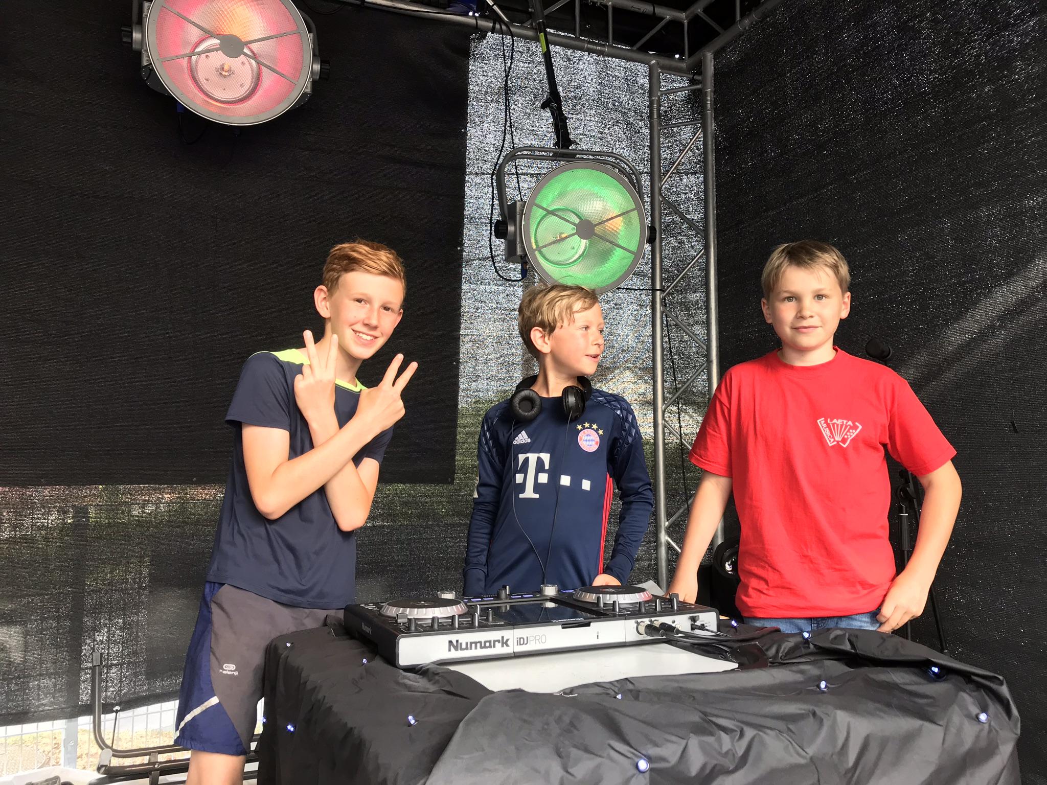 Unsere DJ's von Morgen, kein anderer weiß so gut, was die Kinder zum Abtanzen und Rocken hören wollen.