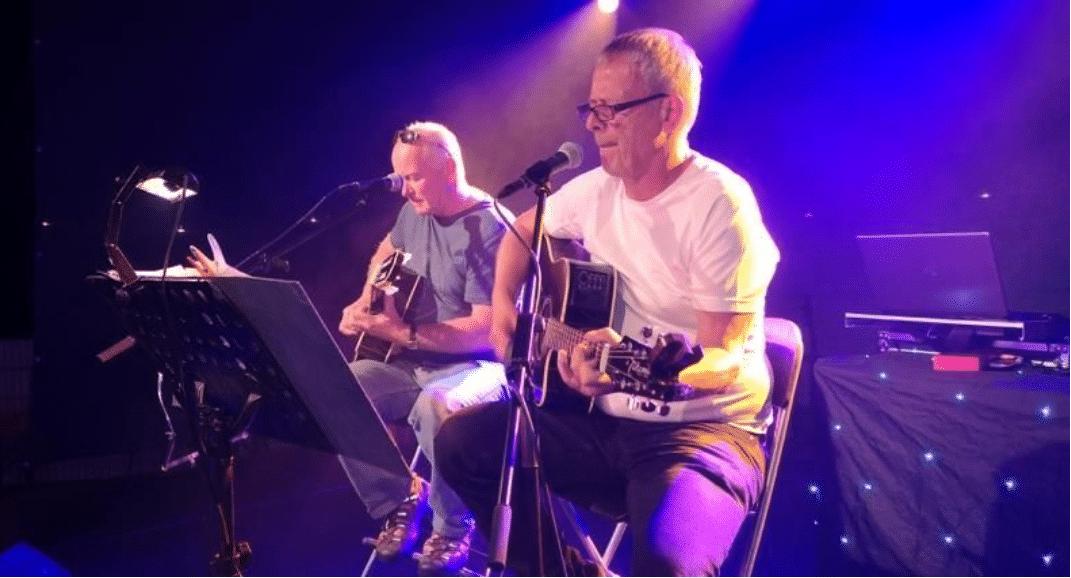 Mit Live-Musik von Jochen und Gerd an den Gitarren begann der erste wunderschöne Abend.