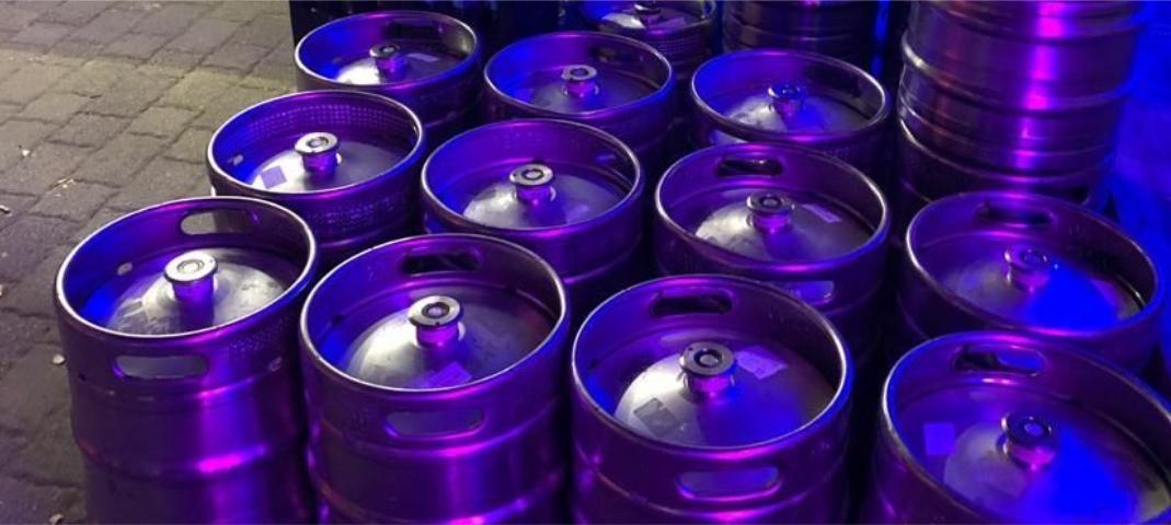 Nun zum Bier. Sage und schreibe eine reichliche Tonne Bier und fast 400 Liter alkoholfreie Getränke wurden ausgeschenkt. So konnte der Bierwagen fast leer zurück an die Brauerei gehen.