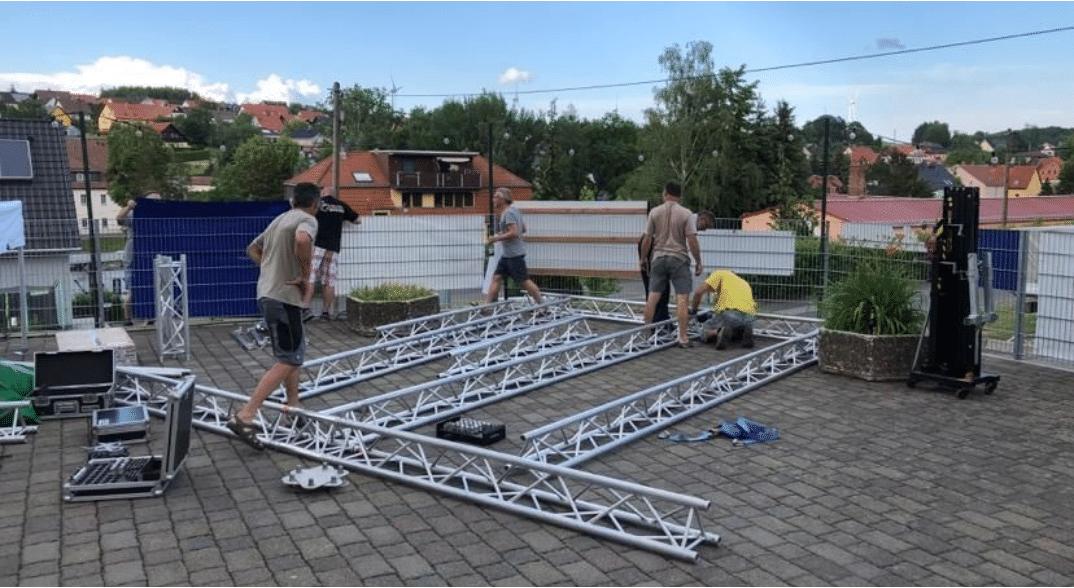 """Bereits das dritte mal fand unter dem Motto """"Von Hilbersdorfern für Hilbersdorf"""" unser Sommerstelldichein statt. Der Aufbau mit vielen Helfern begann bereits am Donnerstagabend."""