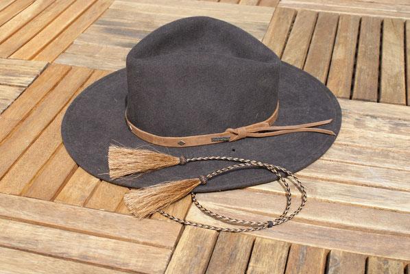 Mein Cowboyhut mit den geflochtenen Bändern.
