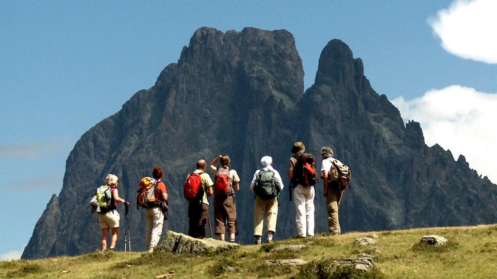 Une randonnée vers le Pic du Midi d'Ossau - Crédit : CDT 64 - Medialab