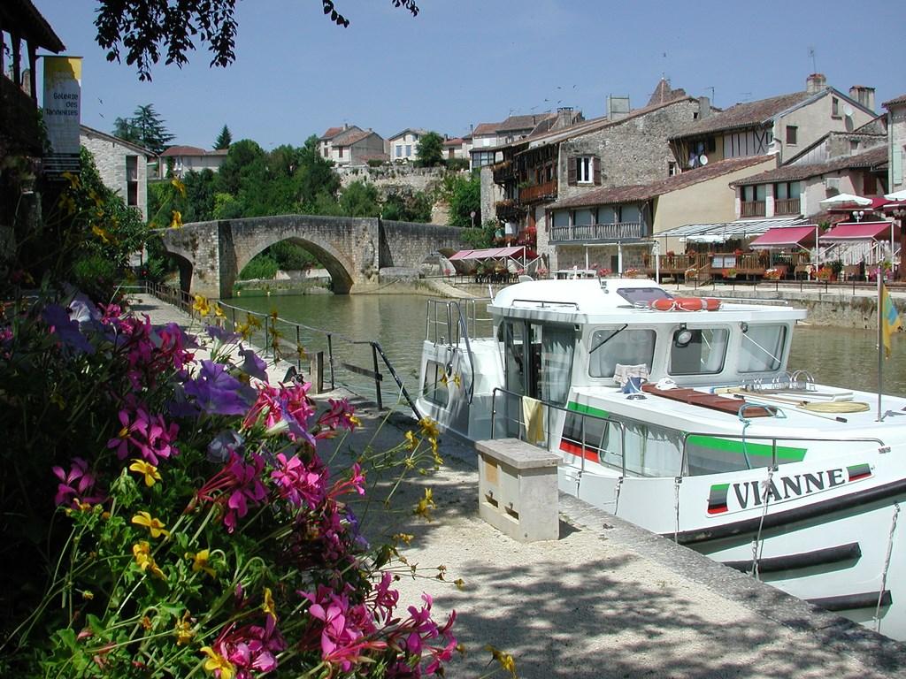 Nérac, le port au pied du Château d'Henri IV - Crédit : CDT Lot-et-Garonne
