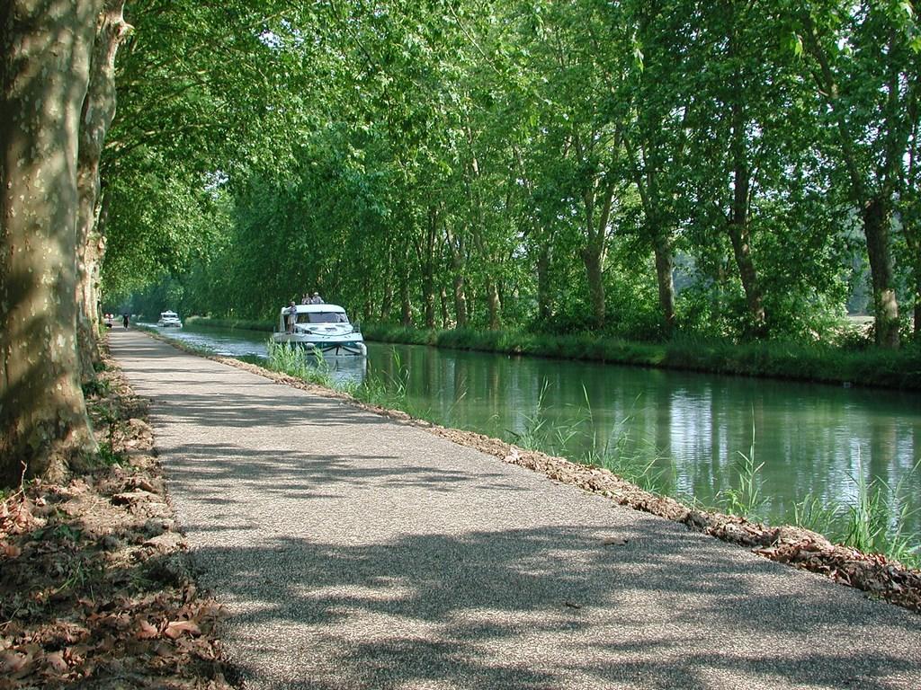 Le Canal de Garonne : tourisme fluvial et voie verte du Canal des Deux Mers - Crédit : CDT Lot-et-Garonne