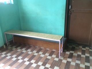 eine Sitzbank - dringende Neuanschaffung im Haus