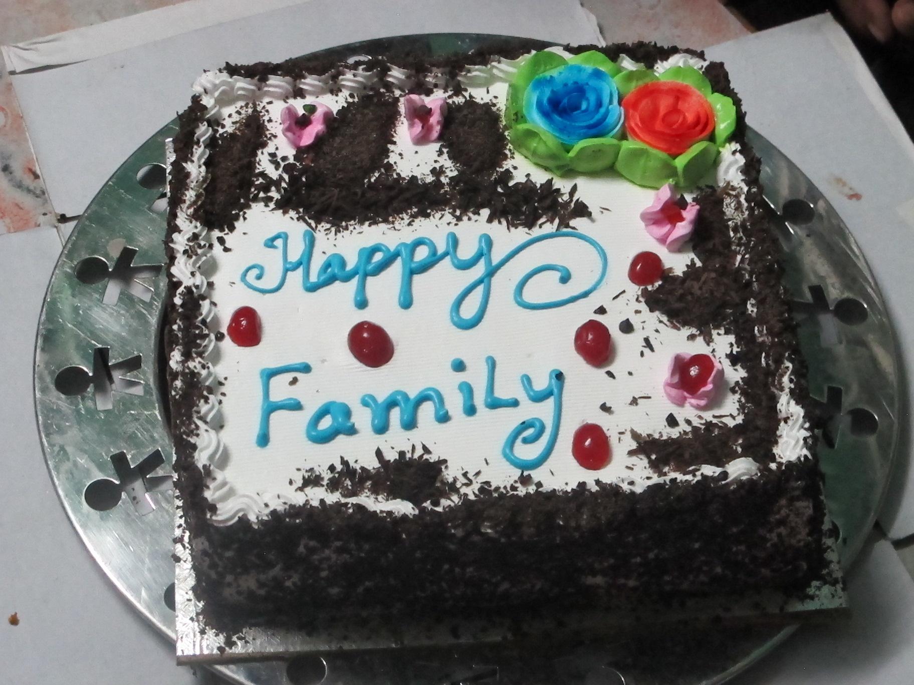 Mit allen Kindern und Erwachsenen wird Geburtstag für Alle gefeiert am Ende meines Aufenthaltes.